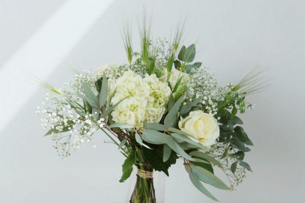 Composition florale Le Neptune par votre artisan fleuriste à Versailles Arbre à Pivoines