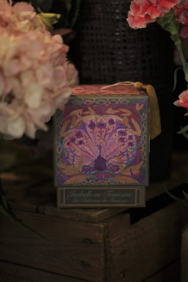 Bougies Isabelle en Touraine chez votre fleuriste à Versailles Arbre à Pivoines