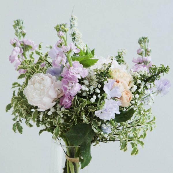 Composition florale Le Versailles par votre artisan fleuriste Arbre à Pivoines