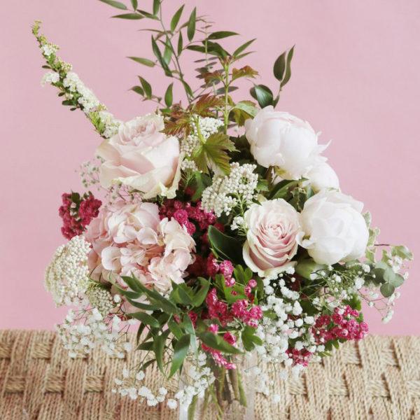 Composition florale Le Marie-Antoinette par votre artisan fleuriste à Versailles Arbre à Pivoines