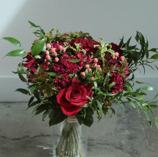 Composition florale Le Royal par votre artisan fleuriste à Versailles Arbre à Pivoines