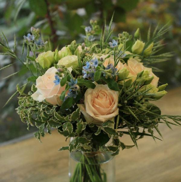 Bouquet de naissance par votre artisan fleuriste à Versailles Arbre à Pivoines