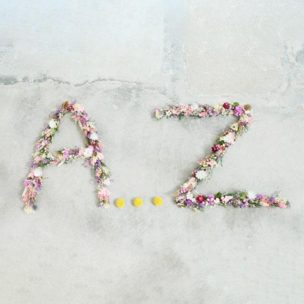 Lettres en fleurs séchées par le fleuriste à Versailles Arbre à Pivoines